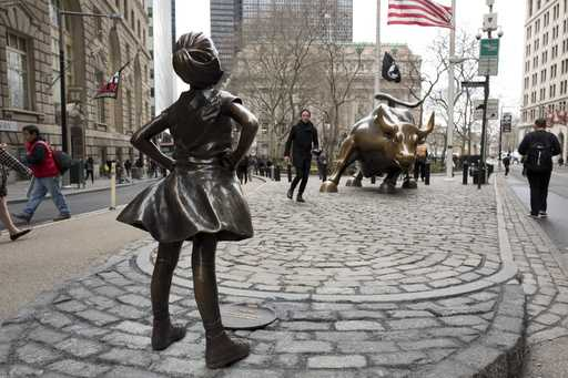 'Sketchy Dog' Statue Artist Proves Whole Point Of 'Fearless Girl'