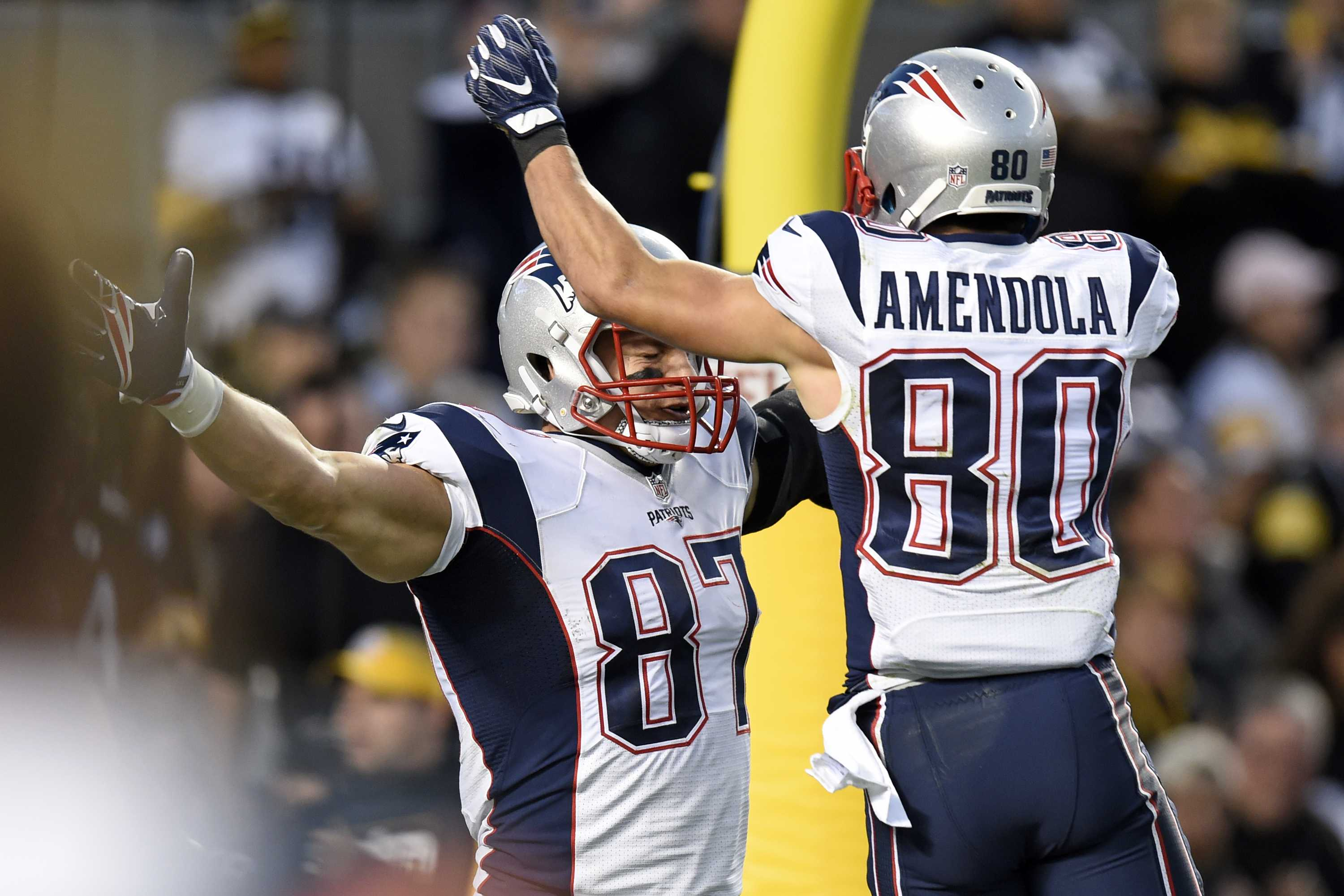 Texas Tech awards scholarship to player with help of Patriots' Rob Gronkowski