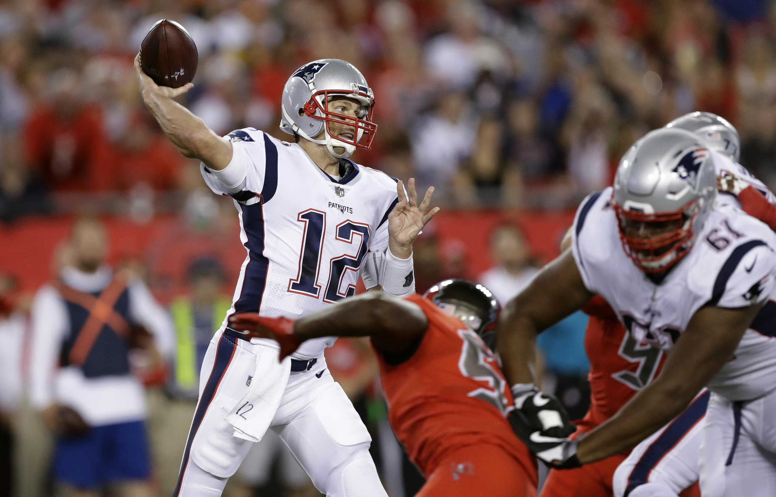 Brady playing through injury to left shoulder