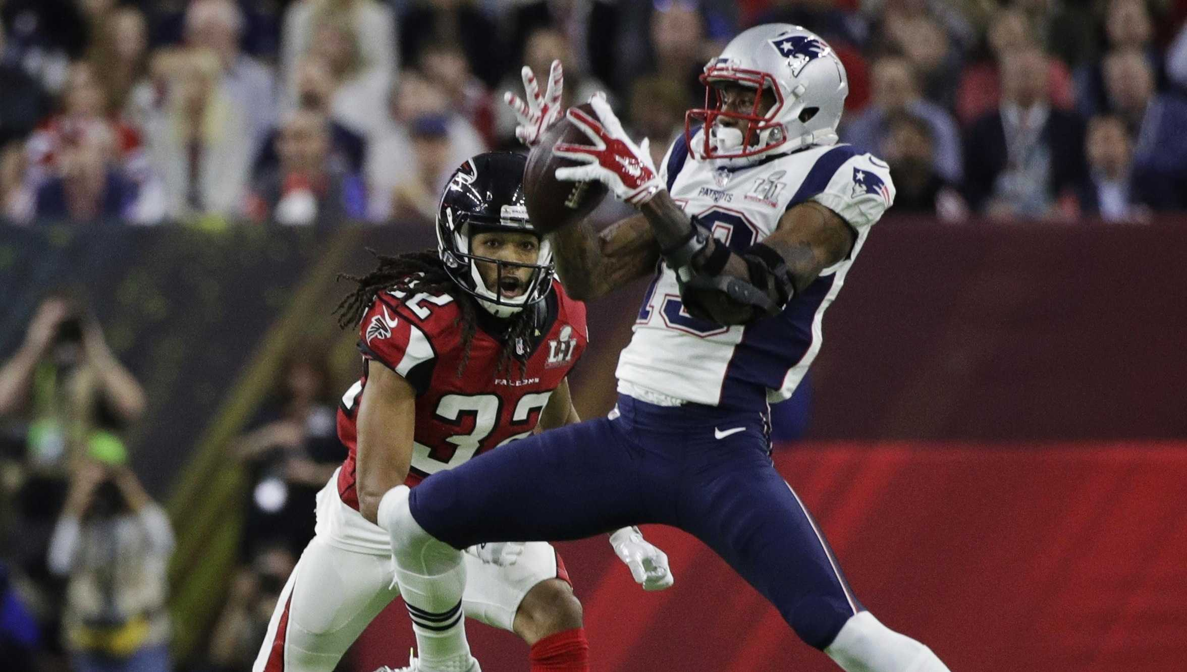 New England Patriots' Malcolm Mitchell, right, catches a pass under pressure from Atlanta Falcons' Jalen Collins during the first half of the NFL Super Bowl 51.
