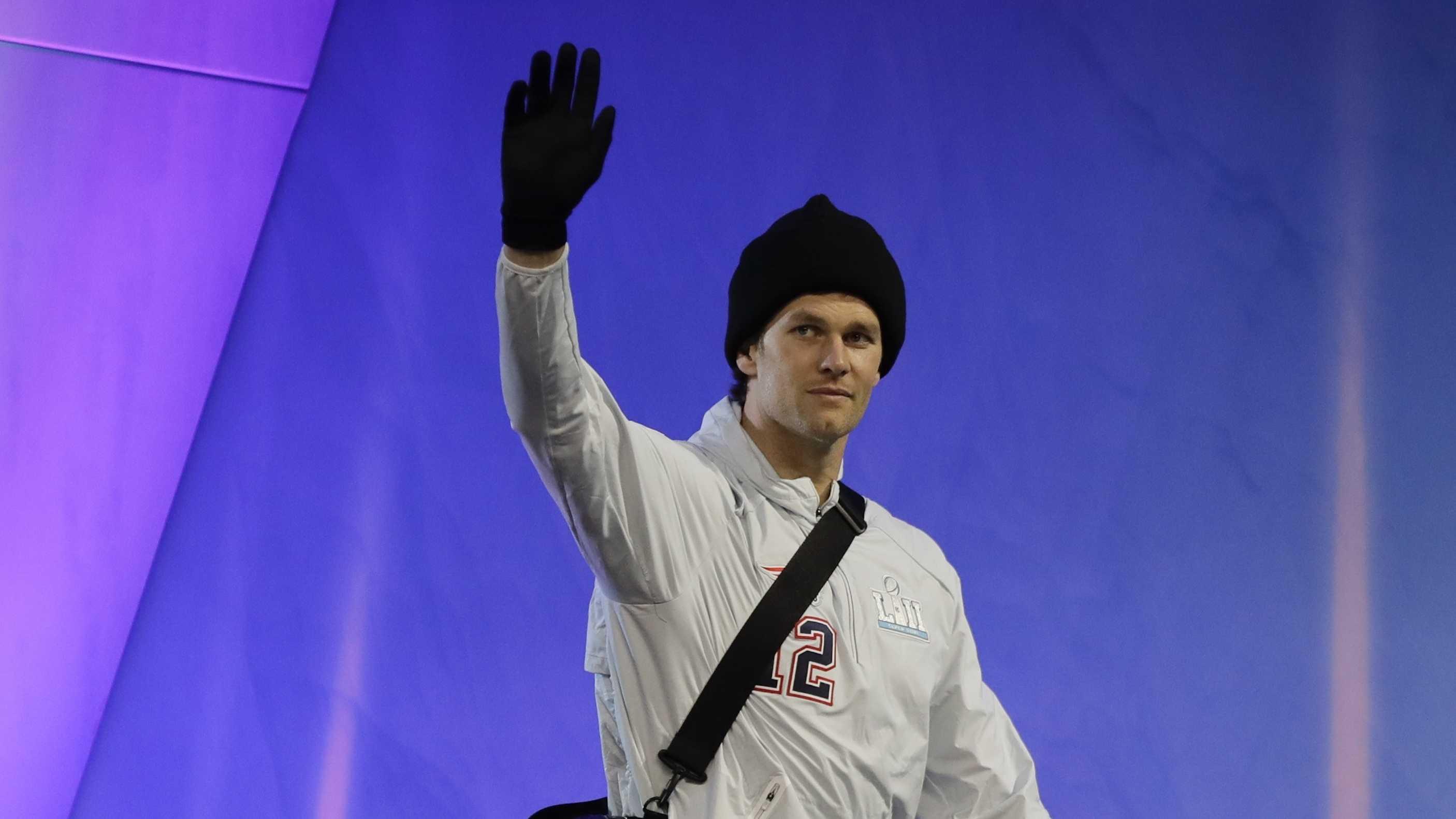 Tom Brady wearing gloves