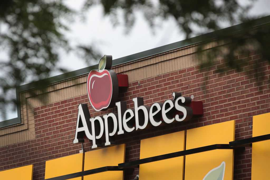 Applebee's employees fired after women claim they were racially profiled