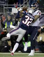 New England Patriots running back James White (28) catches a touchdown pass in front of Houston Texans linebacker Benardrick McKinney (55) during the second half of an NFL divisional playoff football game, Saturday, Jan. 14, 2017, in Foxborough, Mass.