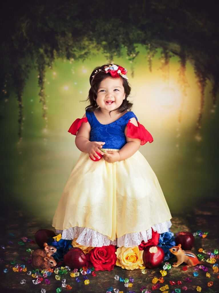 Photographer reunites baby princesses on 1st birthday