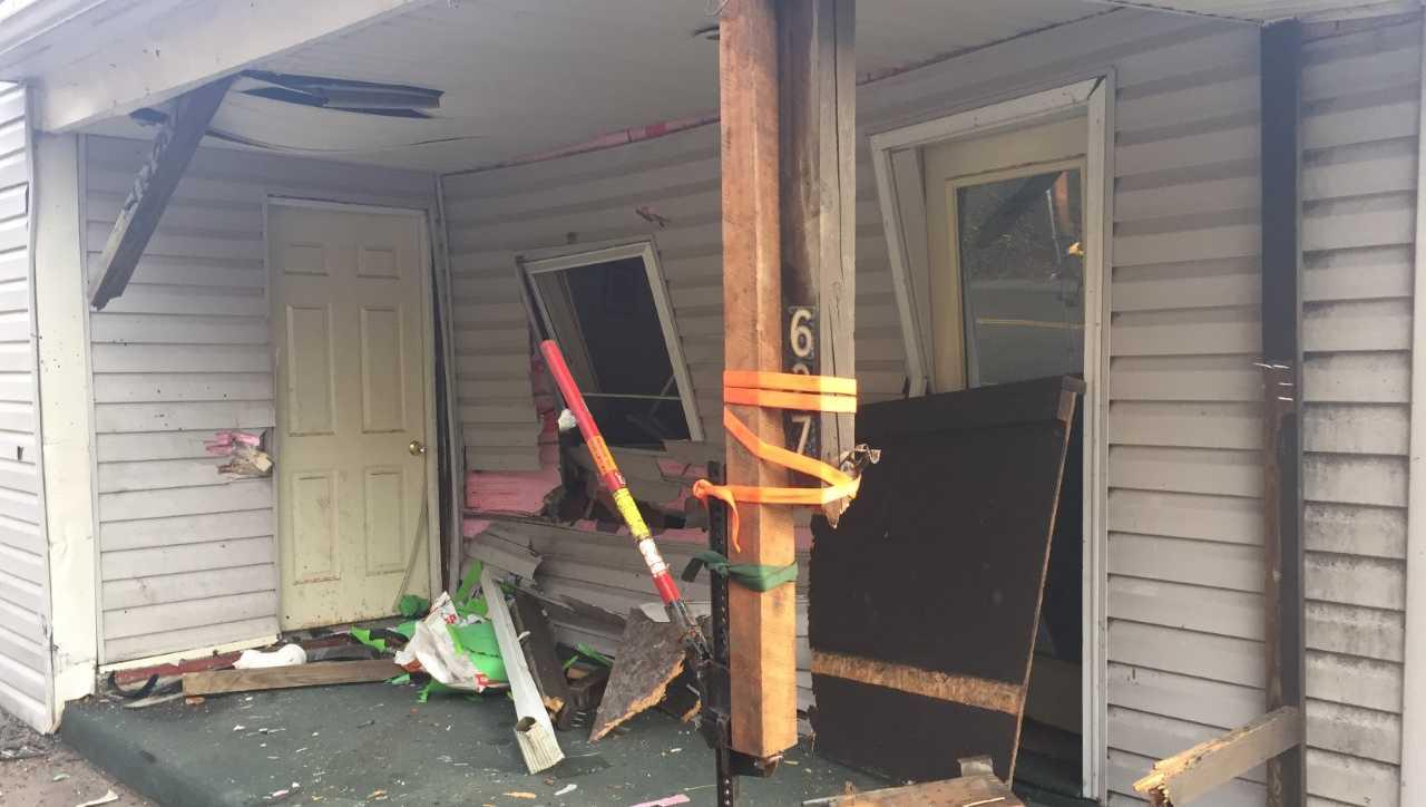 Car crashes into home in Baldwin