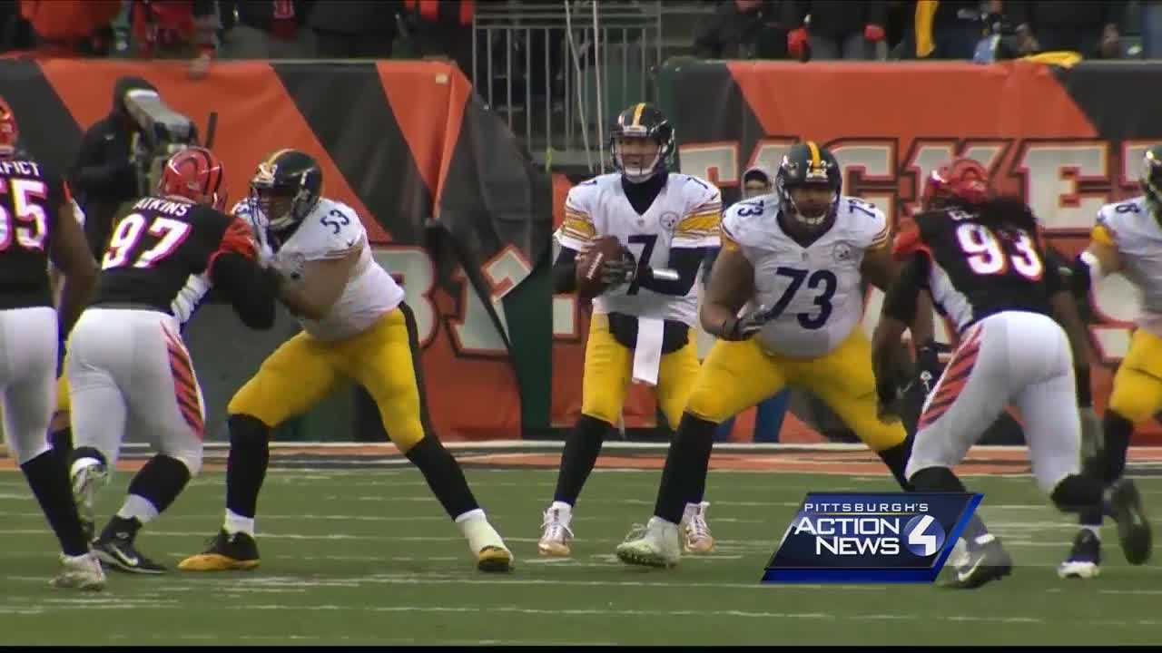 Ben Roethlisberger drops back to pass the ball.