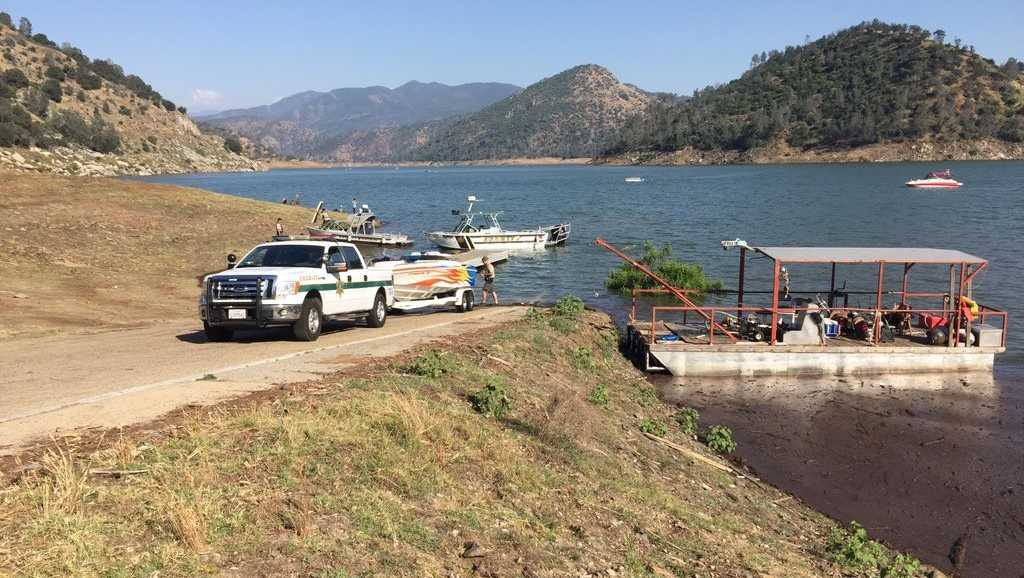 @fresnosheriff just pulled #boat to shore from Friday's #PineFlatLake ax. Major damage on right side. Boat was 36 ft deep.