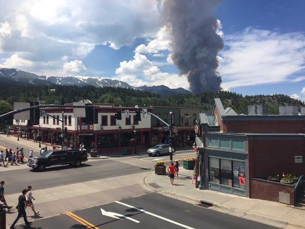 Rapidly expanding wildfire near Breckenridge threatens town wide evacuation