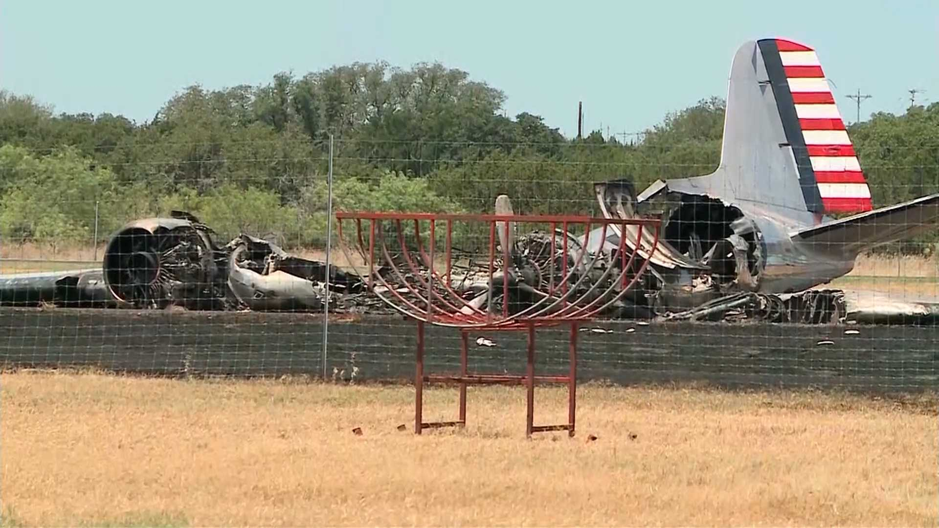 Video shows Texas plane, bound for Oshkosh, crashing after takeoff