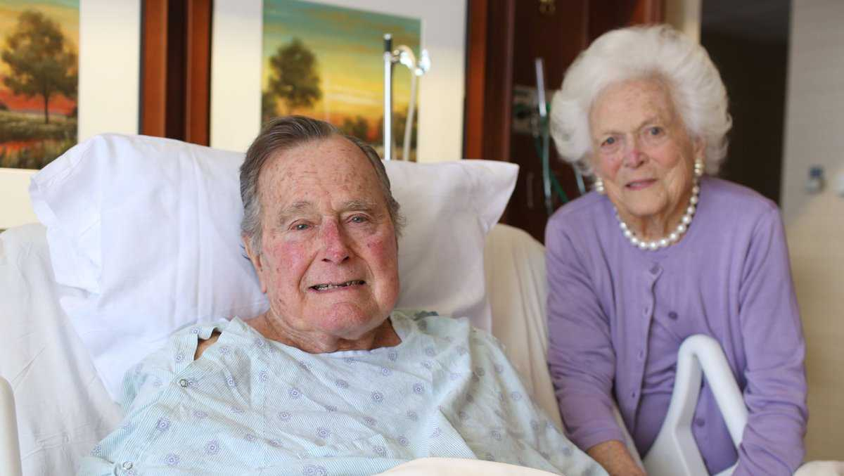 Former President George H.W. Bush and his wife, Barbara, while he was hospitalized in January 2017.