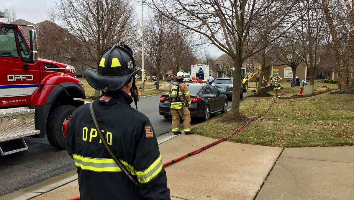 Homes evacuated after gas line leak in Overland Park