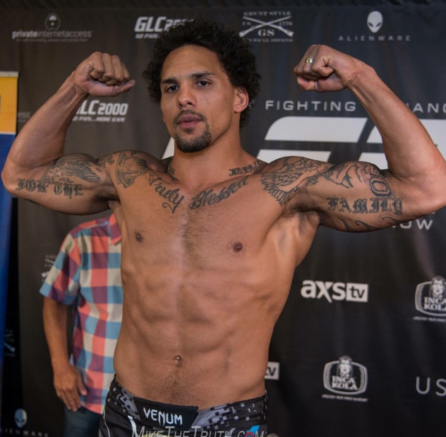Former Alabama LB Eryk Anders wins UFC debut with first-round knockout