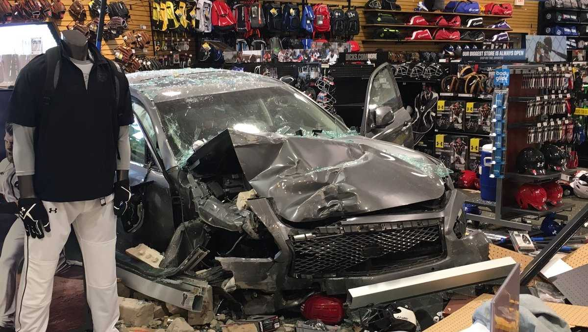 Car crashes into store on Highway 280