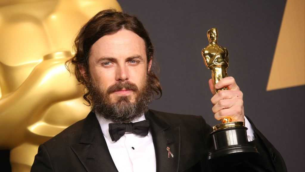 Casey Affleck poses in the press room with the Oscar for Best Actor for 'Manchester By The Sea,' at the 89th Annual Academy Awards at Hollywood & Highland Center on February 26, 2017 in Hollywood, California.