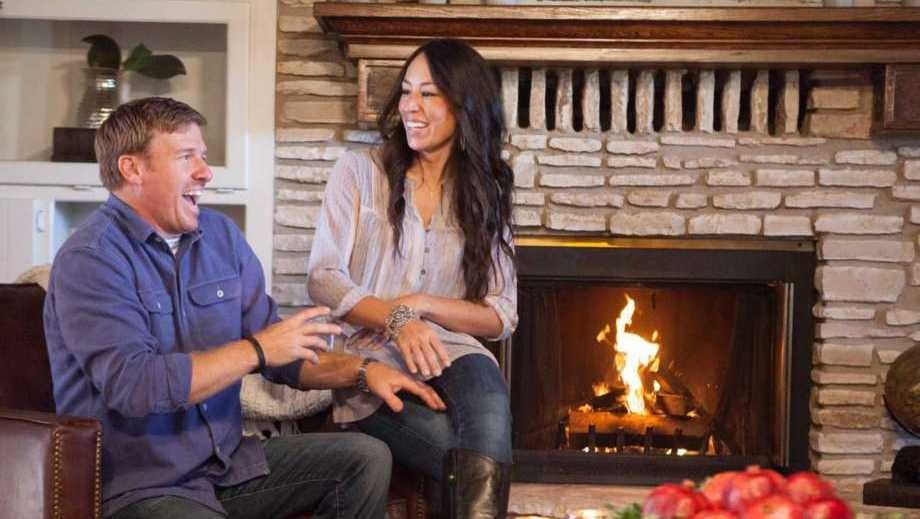 Reports san antonio woman sues chip and joanna gaines for Chip and joanna gaines farmhouse address