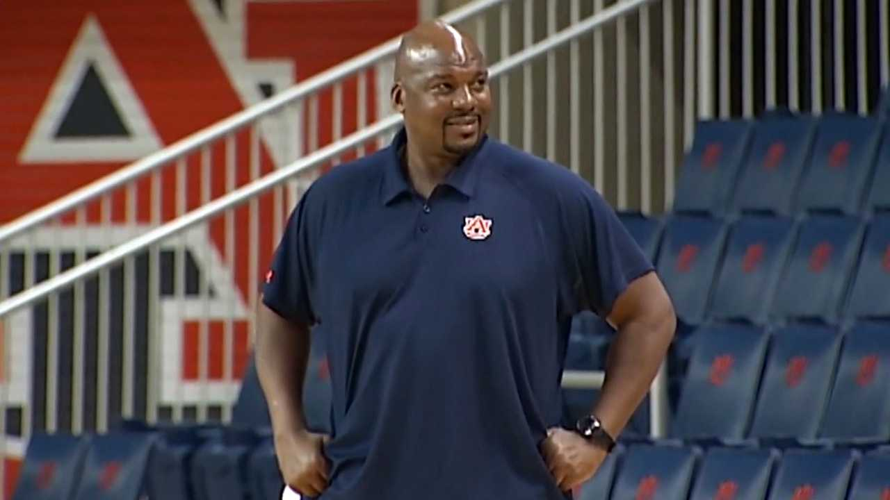 Auburn associate head basketball coach Chuck Person facing federal