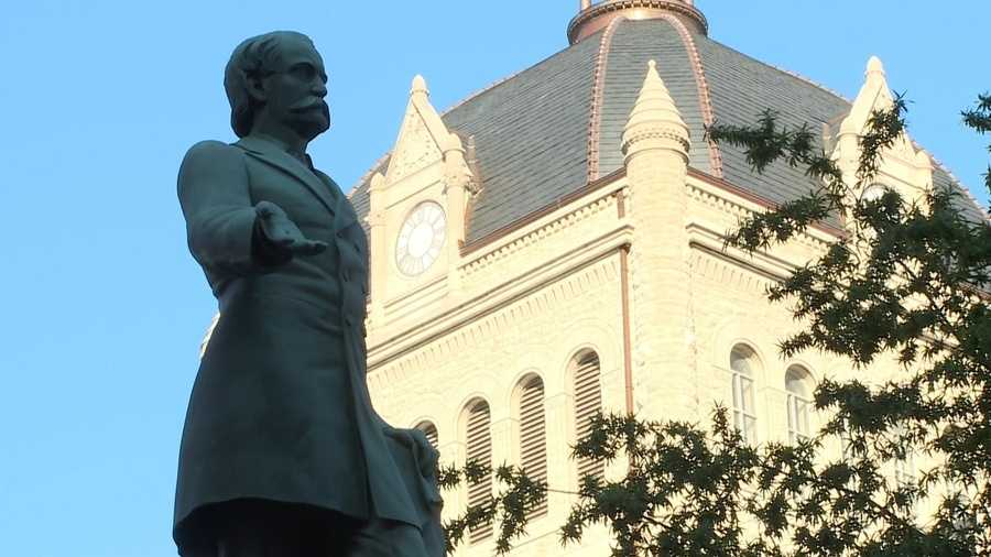 A Kentucky mayor pushes to remove 2 Confederate statues