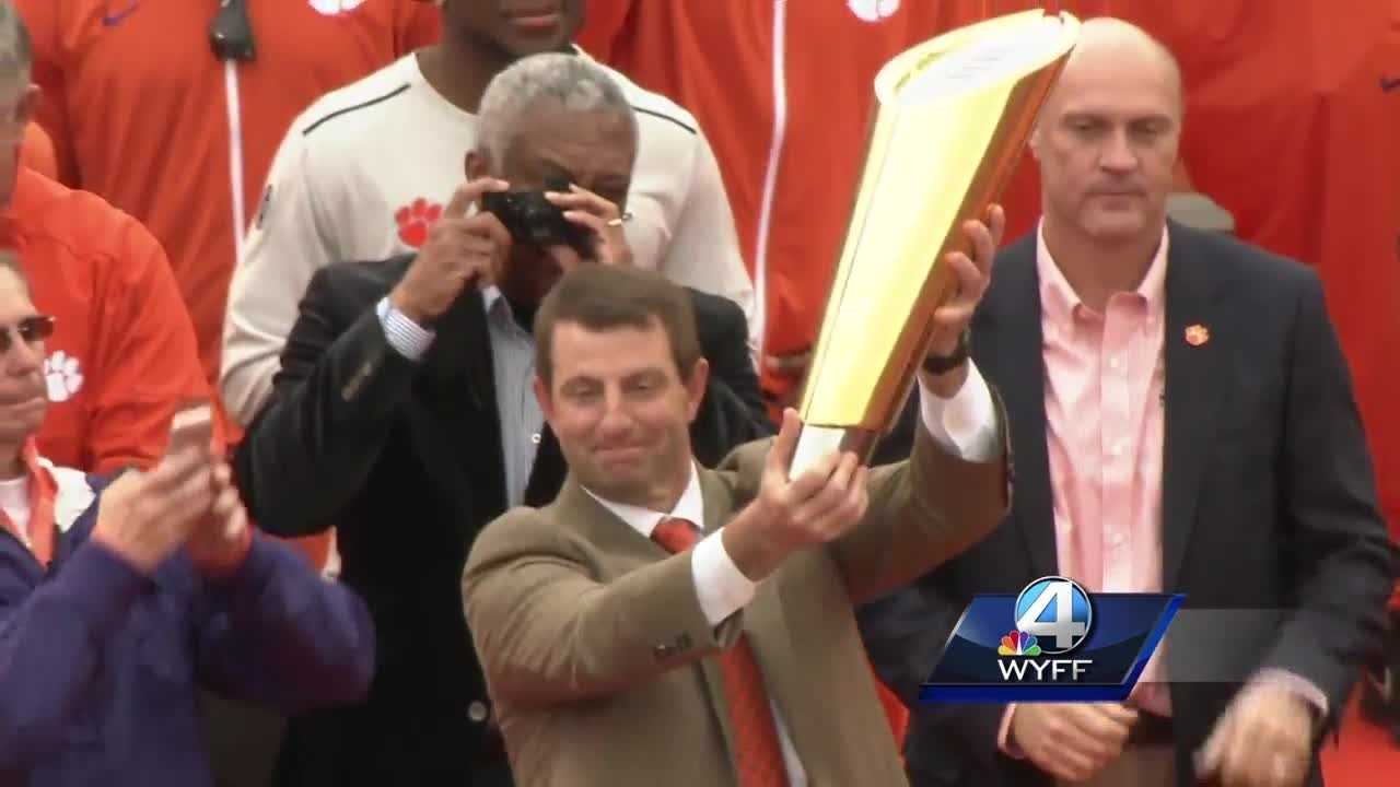 Dabo with trophy