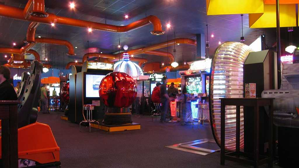 History of Dave & Busters