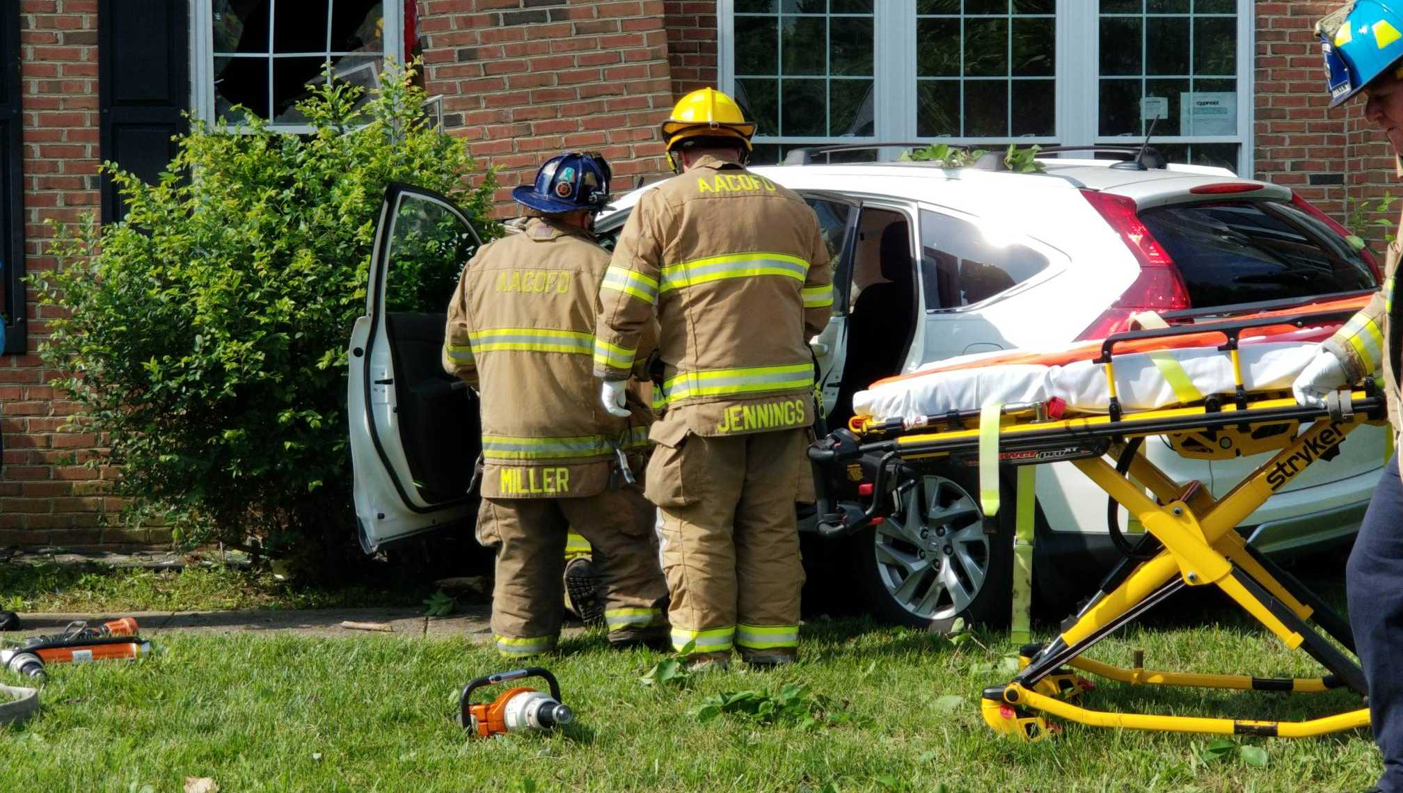 Car crashes into Millersville house