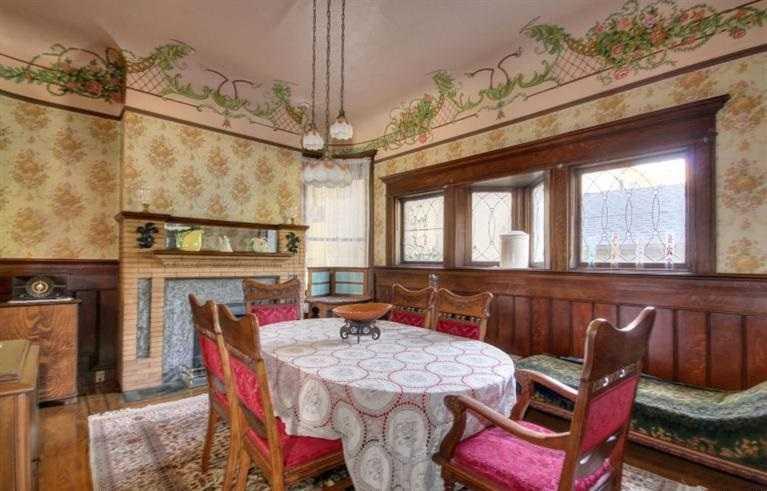 Sacramento Victorian mansion dining room