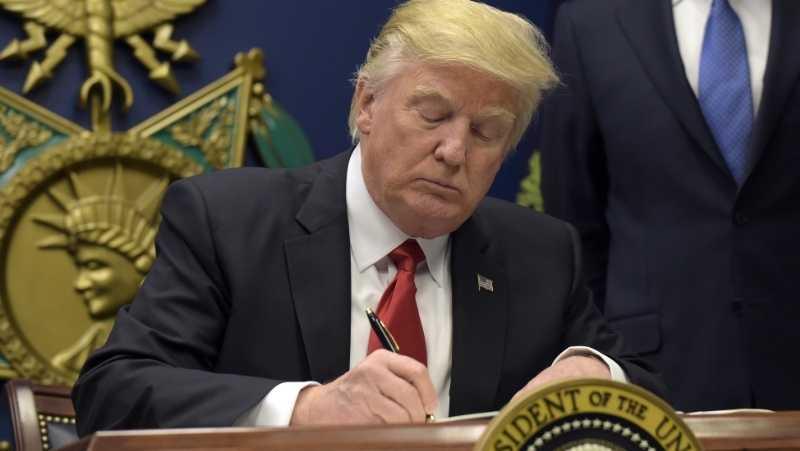 Donald Trump signing order