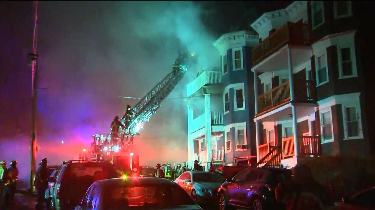 At least 17 displaced by early morning Dorchester blaze