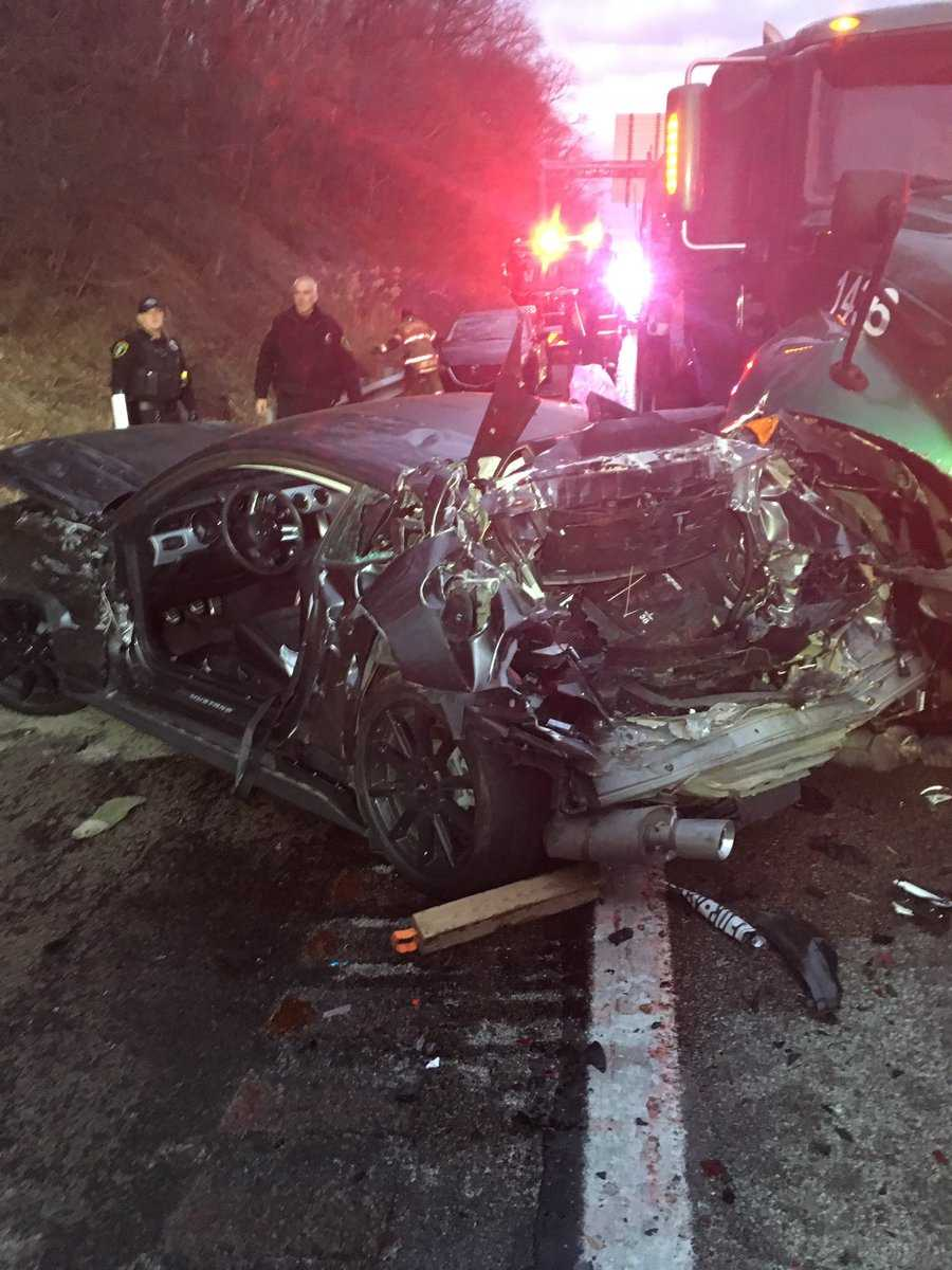 Multi-vehicle accident shuts down southbound lanes of Route