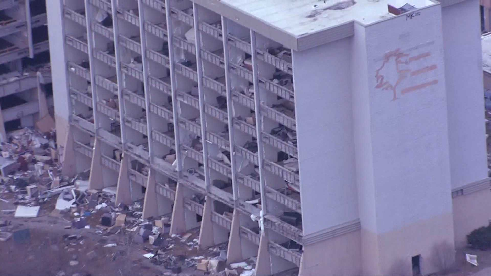 Fire prompts emergency demolition at abandoned Northland hotel