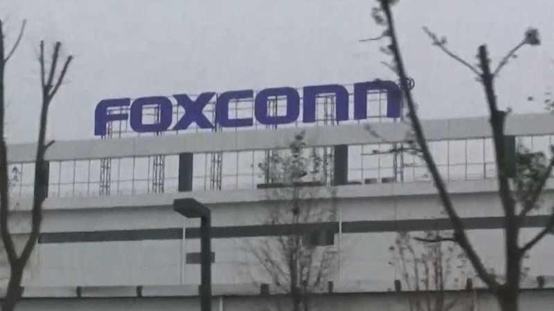 Trump announces $10 billion Foxconn plant in Wisconsin