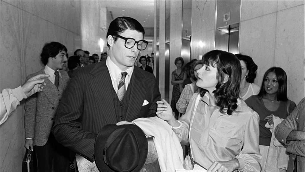 Actors Christopher Reeve and Margot Kidder filming a scene from 'Superman' at the Daily News Building (on E 42nd Street), New York, New York, July 7, 1977. (Photo by Allan Tannenbaum/Getty Image)