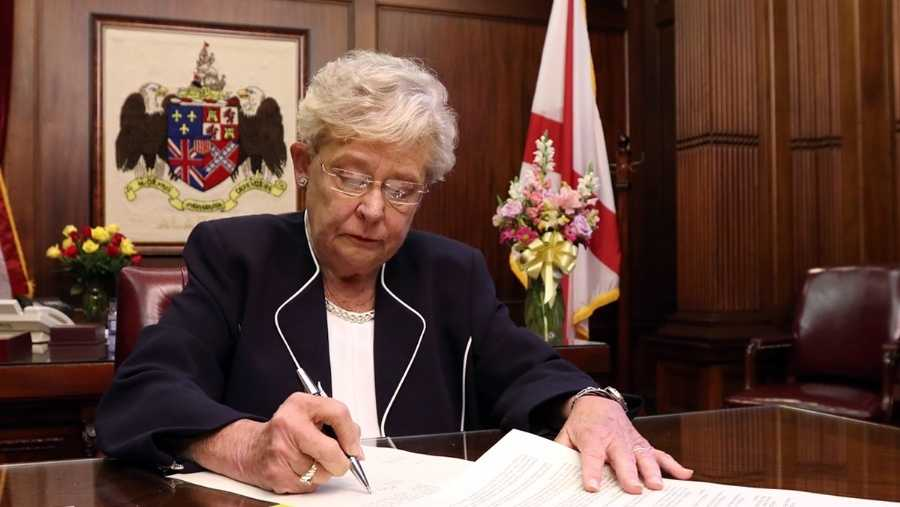 Alabama governor reschedules special Senate election for 2017