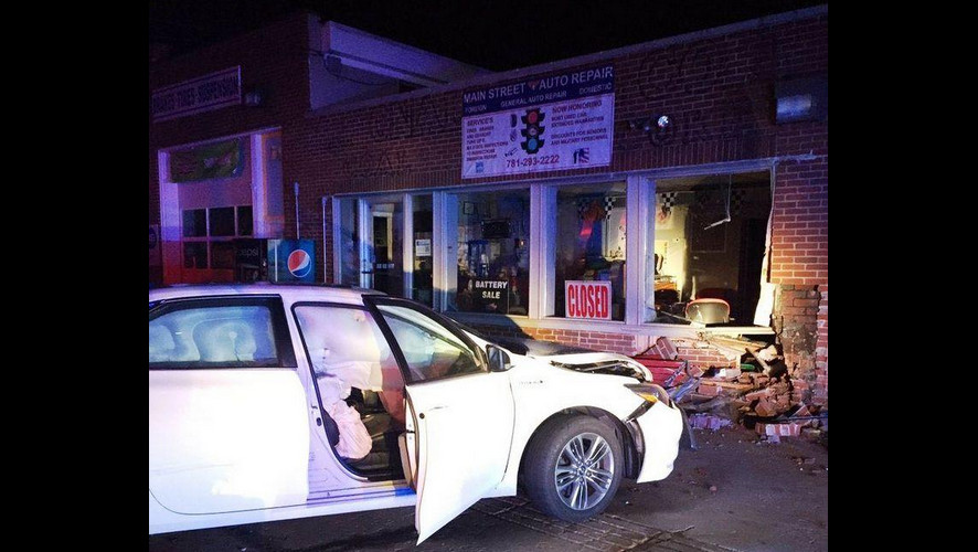 Hanson Car Into Building 11.19.16