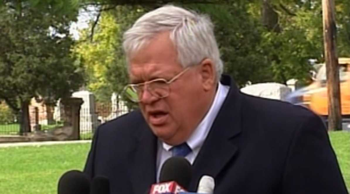 Dennis Hastert returns to Illinois to complete sentence