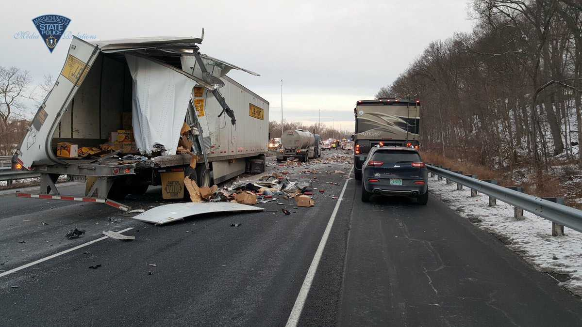 Fatal crash closes I-91S in Enfield
