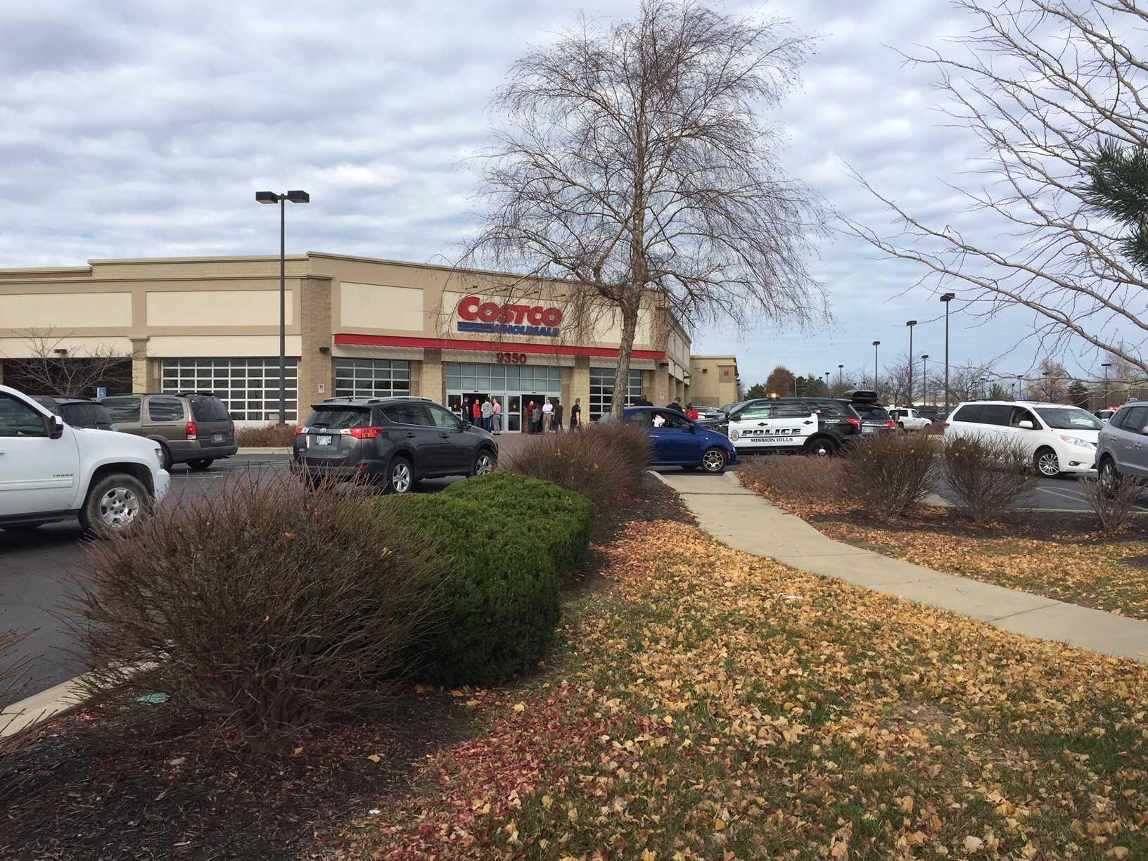 Off-duty officer kills gunman near Kansas City