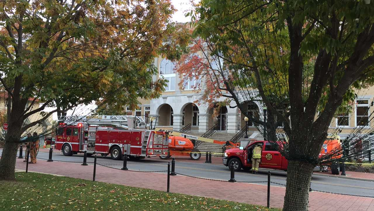 Fire trucks respond to courthouse on Bentonville Square