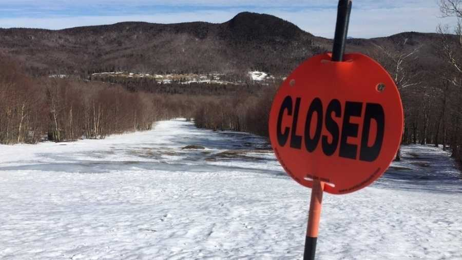 closed sign at ski mountain