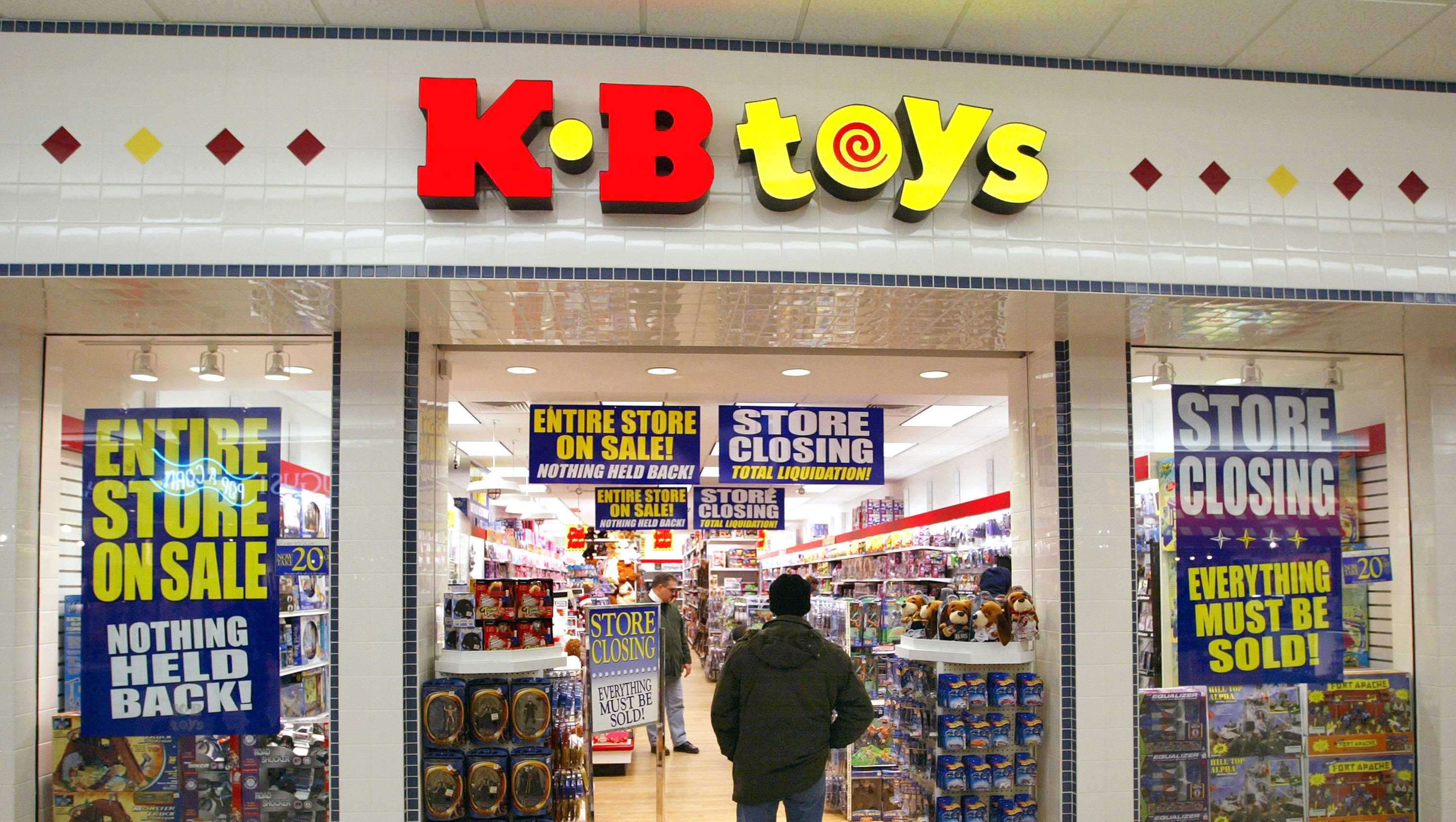 A shopper enters a closing KB Toys store January 30, 2004 in Norridge, Illinois.