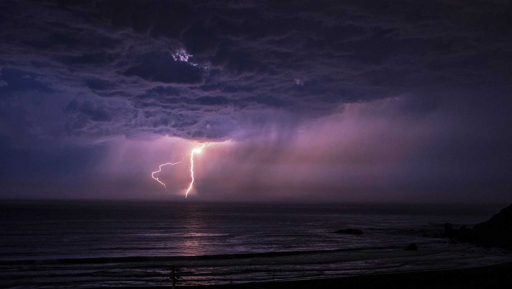 Lightning seen from Pacifica (9/11/2017)