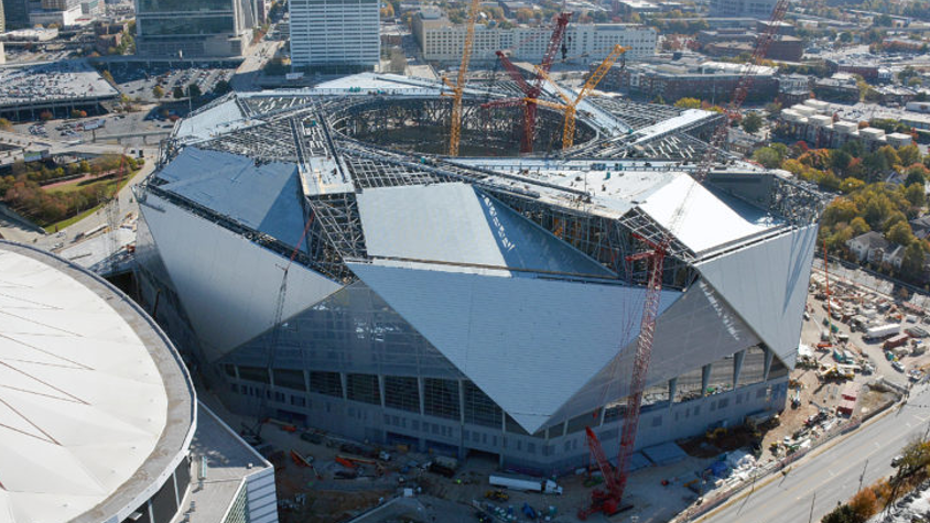 Roof construction delays mercedes benz stadium opening for Hotels near the mercedes benz stadium