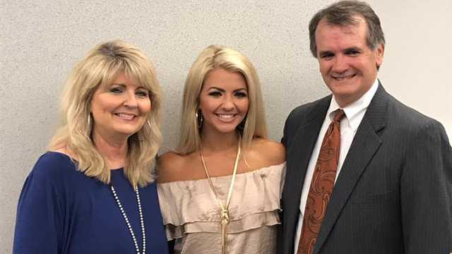 Miss Mississippi Anne Elizabeth Buys and parents