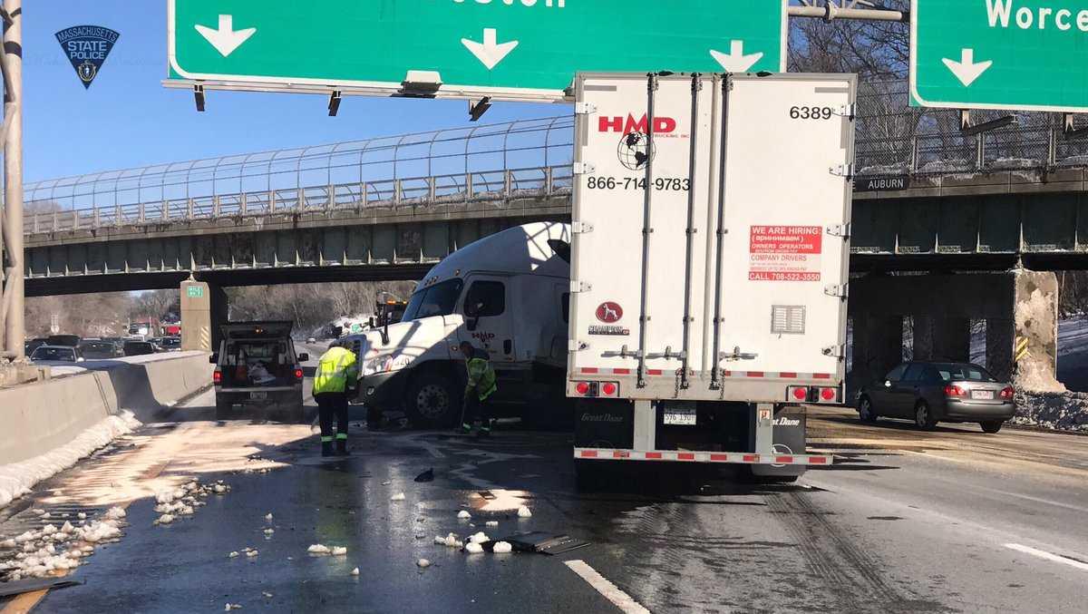 Mass Pike crash in Auburn
