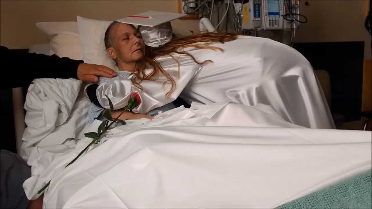 watch dying mother sees daughters graduation from