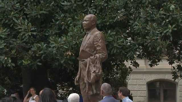 At Georgia State Capitol, MLK statue joins ironic neighbors
