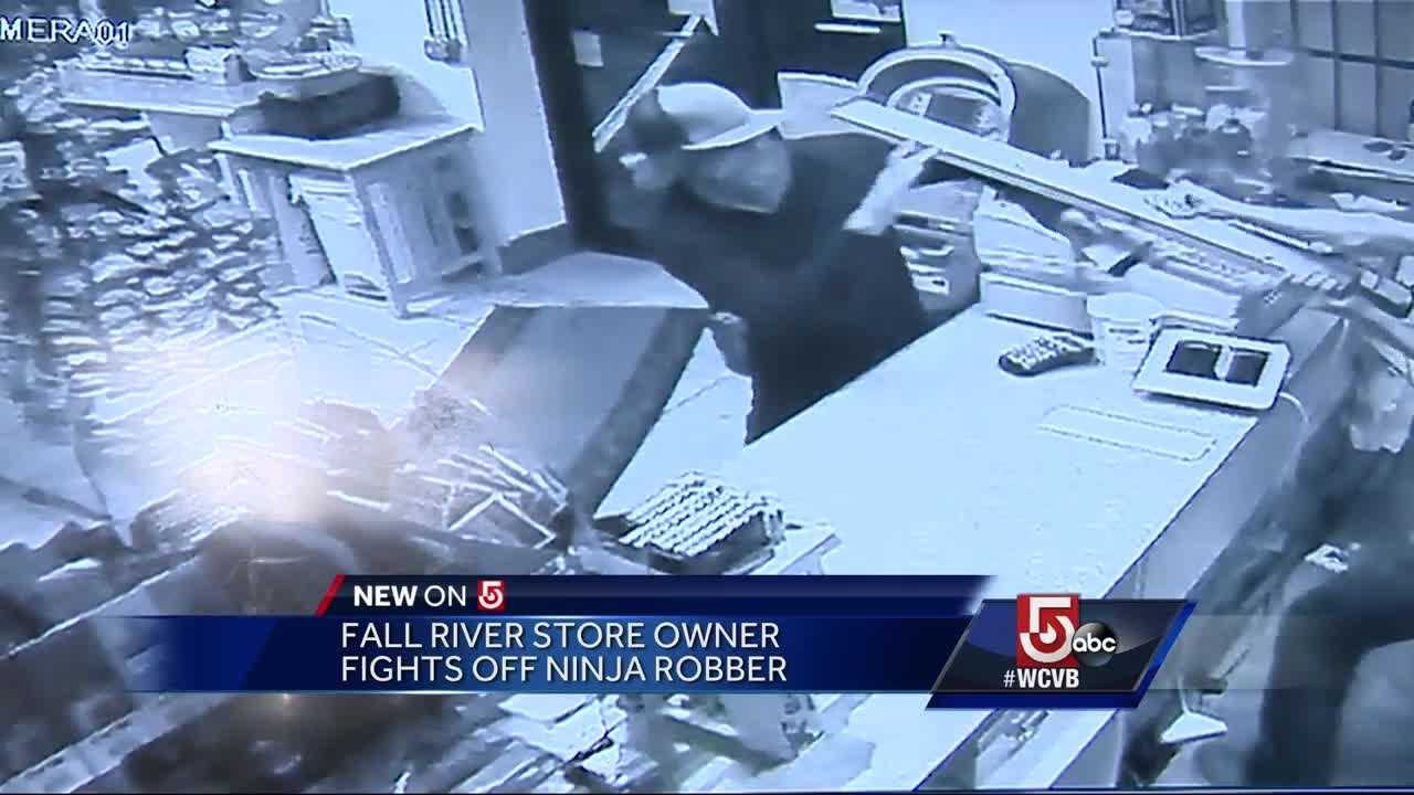 Store owner fights off 'ninja' robber - Orlando news - NewsLocker