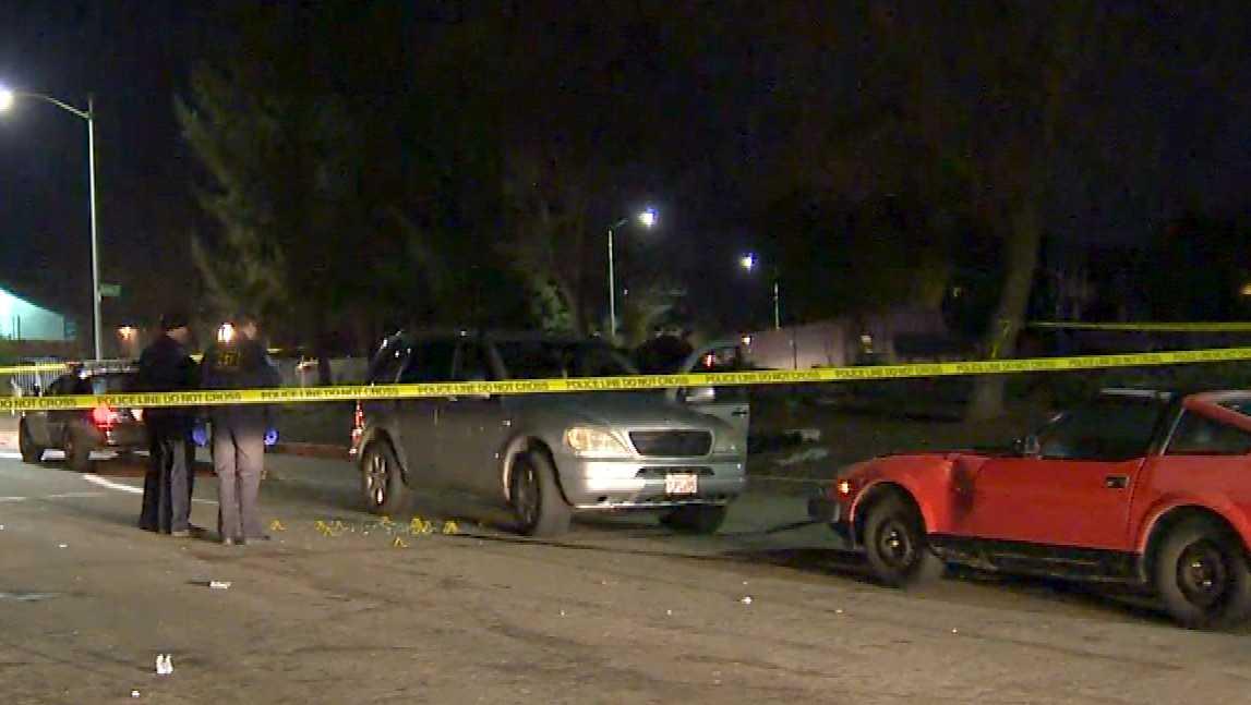 Sacramento police investigate a shooting on Thursday, Jan. 5, 2017, in north Sacramento on Cookingham Way.