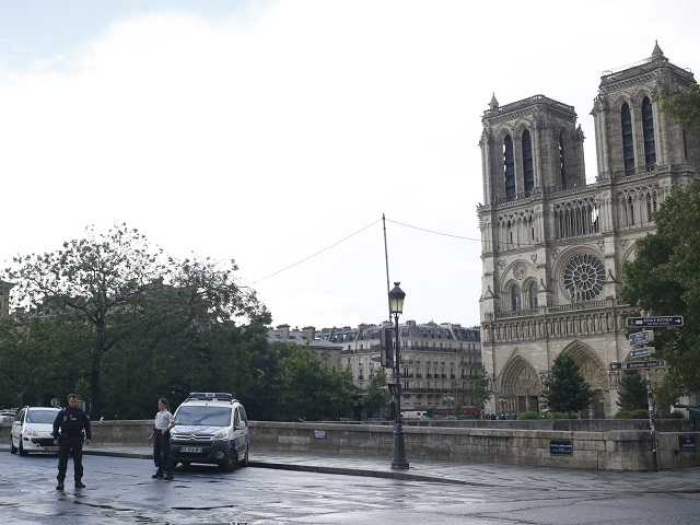 Officer attacked with hammer outside Notre Dame Cathedral in Paris
