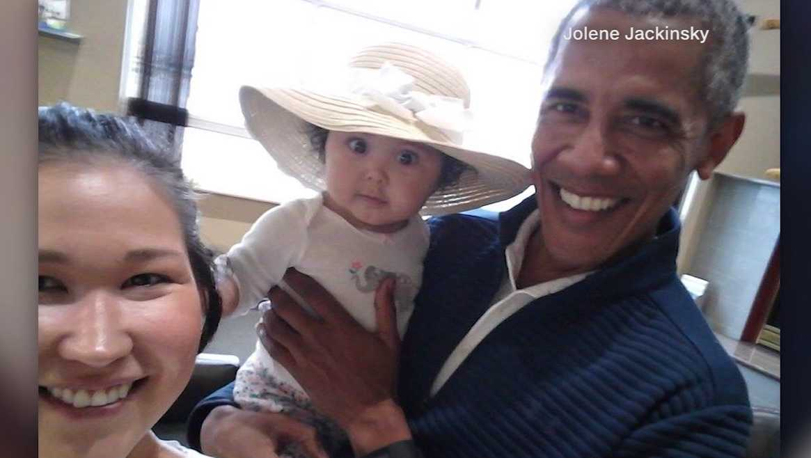 Alaskan mum finds Barack Obama after wandering into wrong area of airport
