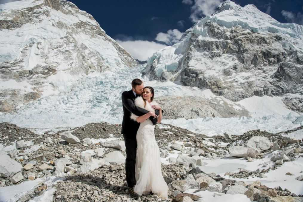 Sacramento couple elopes at Mount Everest